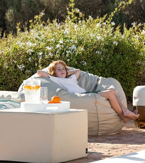 outdoor sitzsack im modernen design jetzt online kaufen satamo. Black Bedroom Furniture Sets. Home Design Ideas