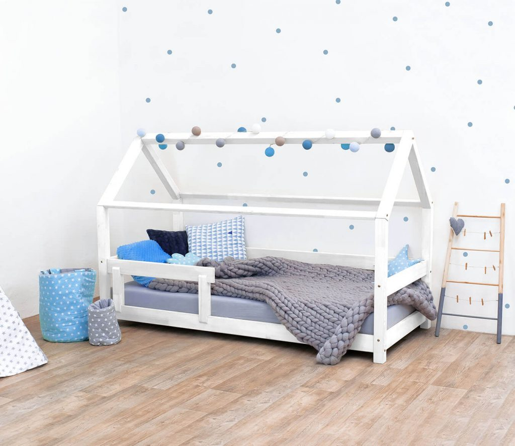 Kinderbett f/ür Jungen und M/ädchen in wei/ß ModellMika Sch/önes Hausbett f/ür Matratze 80x160 cm mit Rausfallschutz